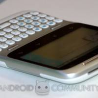 HTC ChaCha and HTC Salsa Facebook phone hands on -06-AndroidCommunity