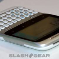 HTC-ChaCha-and-HTC-Salsa-Facebook-phone-hands-on-06-slashgear