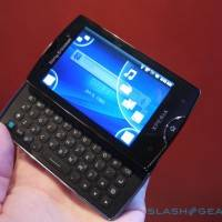 sony_ericsson_xperia_mini_pro_hands-on_sg_11