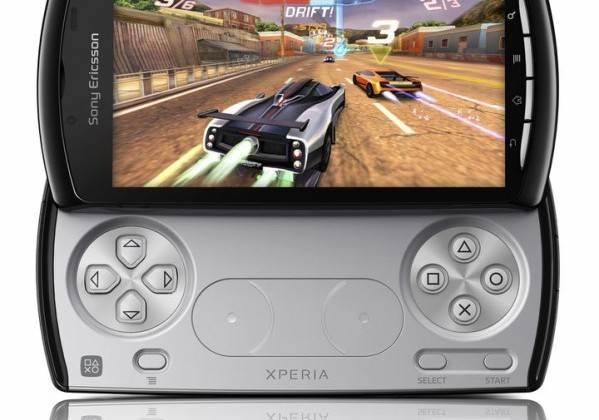 Xperia_PLAY_Black_CA01_screen1_highres