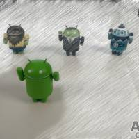 Sketch, front Android in focus