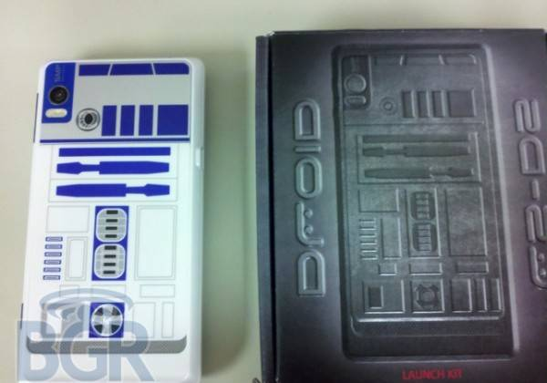 Special-Edition-R2-D2-Motorola-Droid-2-Dummy-02-e1285268435245