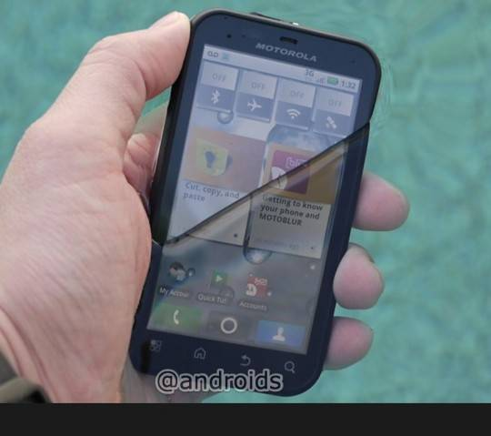 motorola-defy-in-swimming-pool-540x479