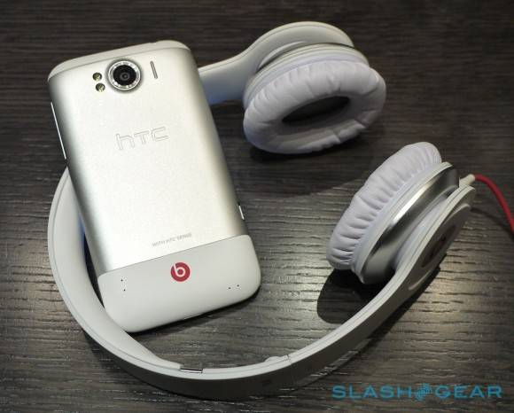htc_sensation_xl_hands-on_sg_151-580x466