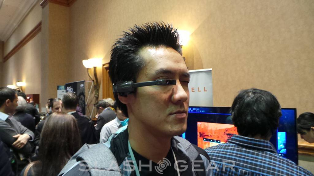 vuzix_m100_wearable_hands-on_12