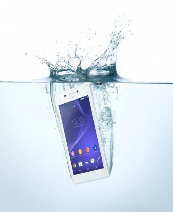 04_Xperia_M2_Aqua_in_Water