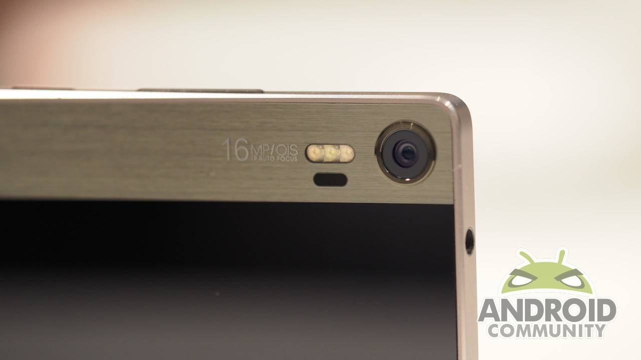 Lenovo VIBE Shot hands-on: smartphone in camera clothing [UPDATE