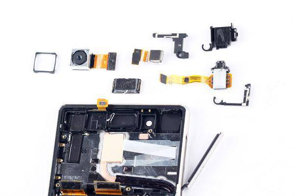 Sony-Xperia-Z4-Disassembly-_7