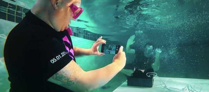 Samsung Galaxy S7 Unboxing Video T-mobile under water 4