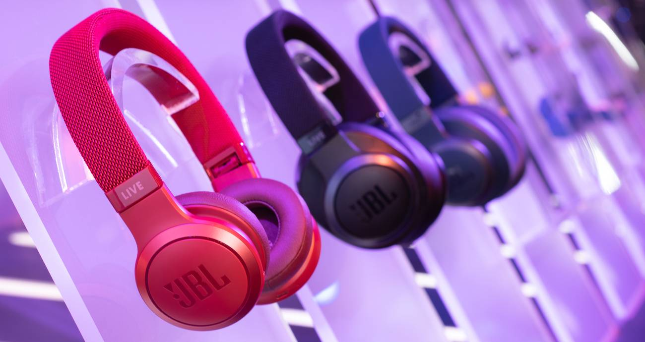 Jbl Shows Off New Wireless Bluetooth Streaming Headphones Speakers Android Community